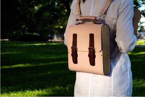CALIFORNIA. Кожаный рюкзак - сумка - портфель пудрового цвета с боковинами из дерева