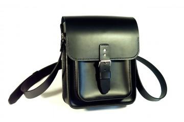 URBAN-MAXI. Черная кожаная мужская сумка через плечо